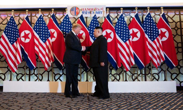 20190227_Trump_Kim_greetings-1140x684