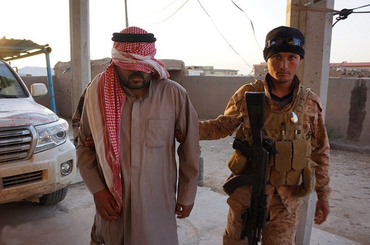 Captured_ISIL_fighter_in_Saladin_Governorate_(4)