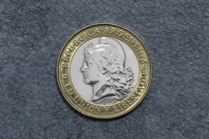 currency_coin_gold_silver_argentina_obverse_weights_brightness-1326336