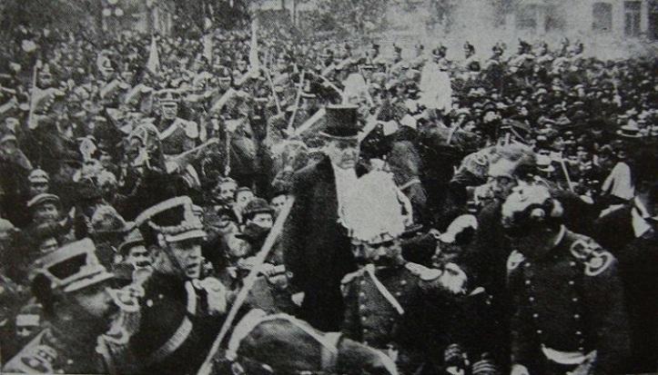 Yrigoyen_asume_en_1916