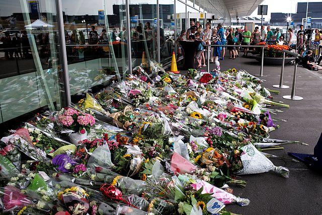Amsterdam_Airport-_Flight_MH17_Memorial_(14675744526)