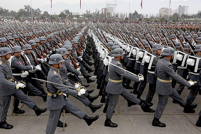 640px-Efectivos_del_Ejército_de_Chile_-_Parada_Militar_2015