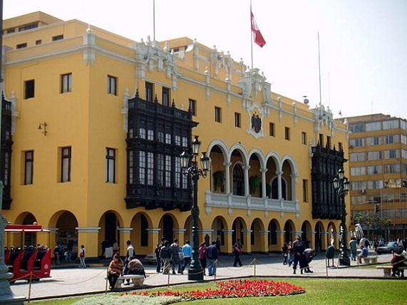 640px-Palacio_municipal_de_Lima