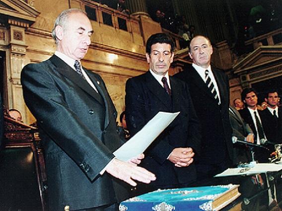 De_la_Rúa_jura_como_presidente