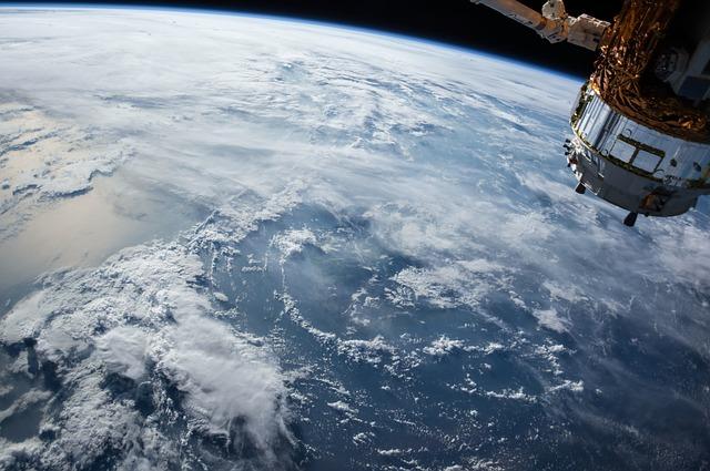 satellite-1030779_640