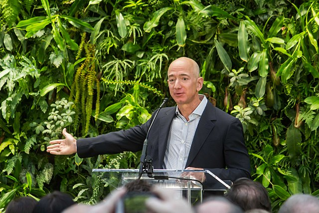 640px-Jeff_Bezos_at_Amazon_Spheres_Grand_Opening_in_Seattle_-_2018_(39074799225)