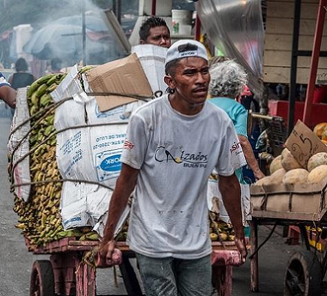 maracaibo_venezuela_man_working_cart_market_pulling_load-1134611