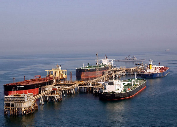 640px-Tankers_at_the_Iraqi_Al_Basra_Oil_Terminal_in_the_Northern_Arabian_Gulf