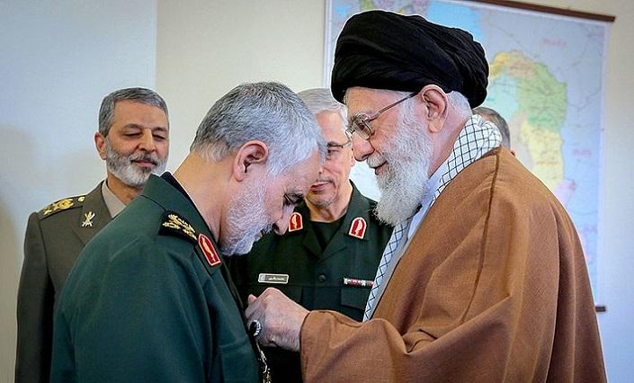 800px-Qasem_Soleimani_received_Zolfaghar_Order_from_Ali_Khamenei_1