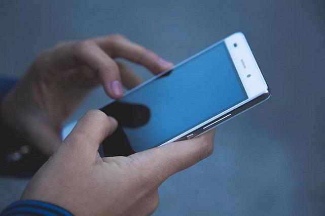 electronics-hands-mobile-phone-smartphone