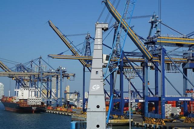 port-colombia-crane-south-america