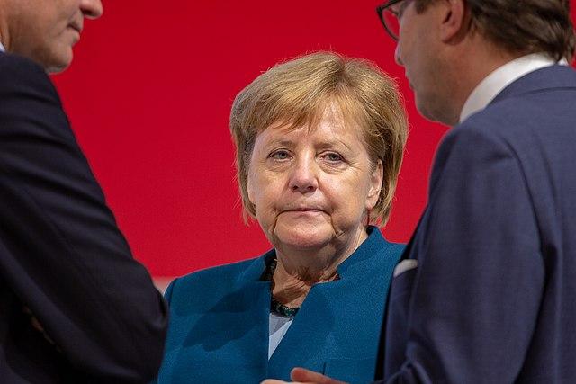 640px-2018-12-07_Angela_Merkel_CDU_Pateitag_in_Hamburg-2604