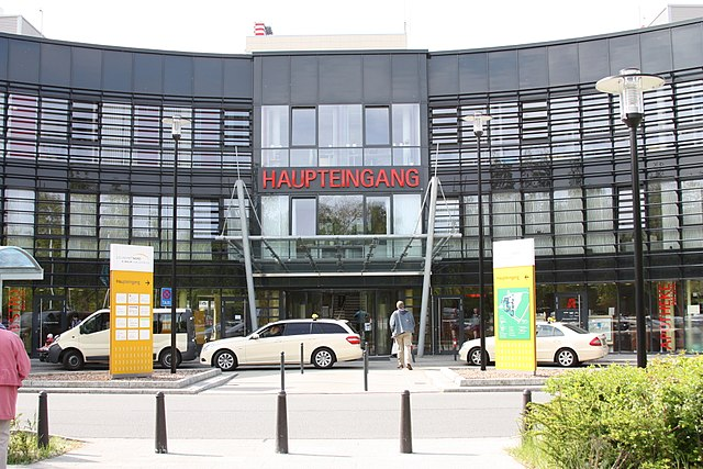 640px-Krankenhaus_Links_der_Weser_in_Bremen_2010_300