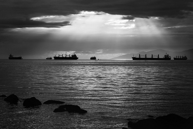 tanker_water_black_and_white_ocean_boat-1248