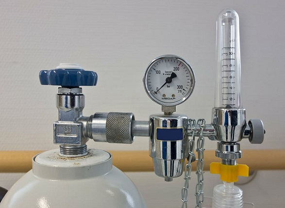 oxygen-pressure-regulator-oxygen-lax-bottle