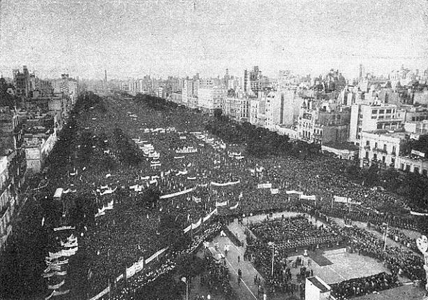 640px-Manifestación_peronista_durante_el_1º_de_Mayo