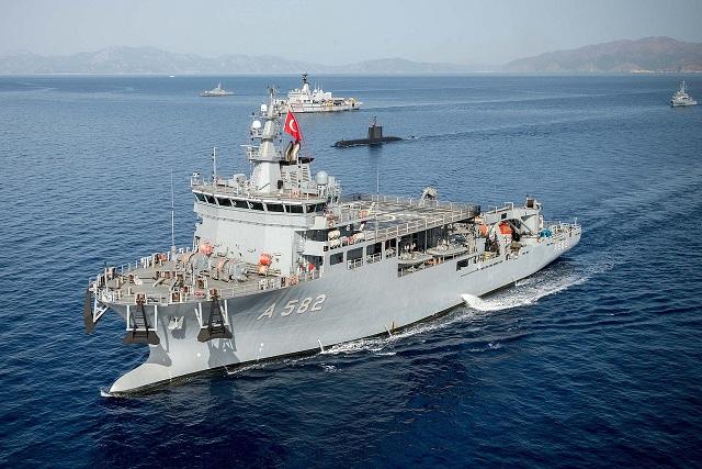 rescue-ship-2777739_1280