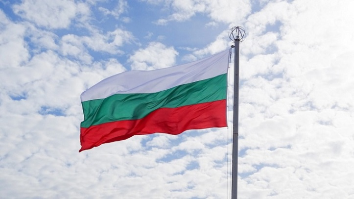 bulgaria_flag_sky-1379391